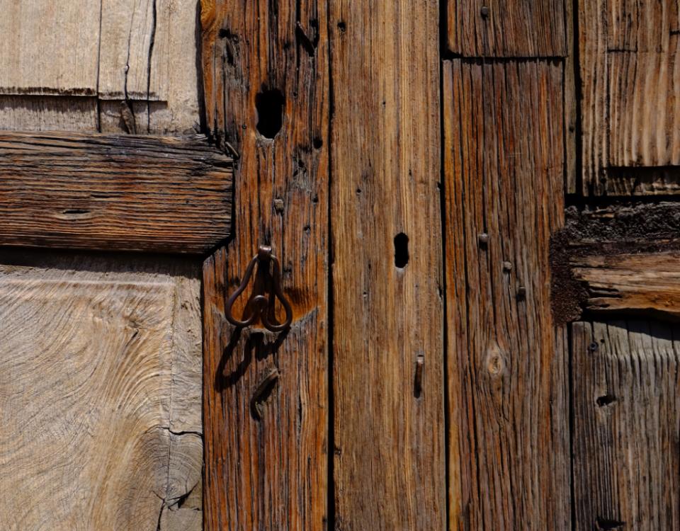 Jak zrobić wędzarnie z drewna